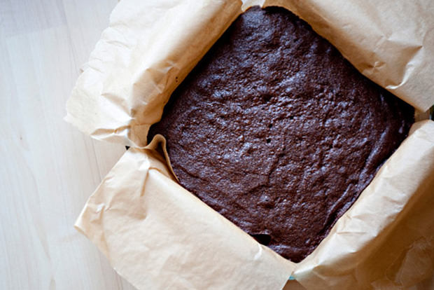 Cut brownies without the crumbs