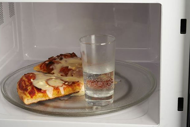 Reheat pizza and other baked goods without drying them out
