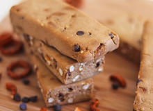 """Make Your Own """"Chubby Hubby"""" Protein Bars"""