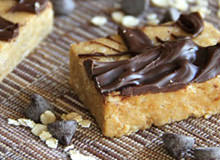 Make Your Own No Bake Almond Fudge Protein Bars